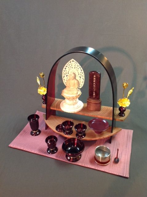 """""""深深""""「雅」、上置き仏壇としての設置例"""
